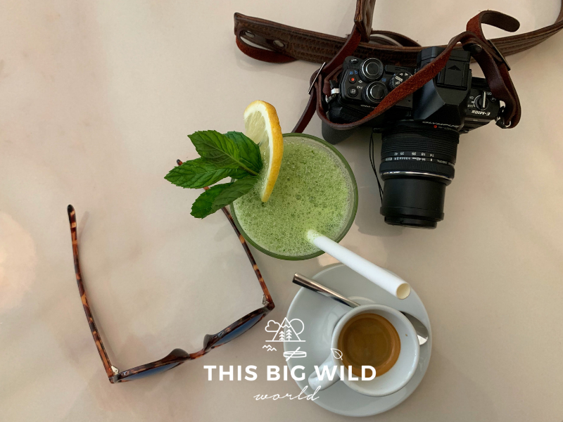 Coffee and refreshing minted lemonade is the perfect way to relax in Badaro.