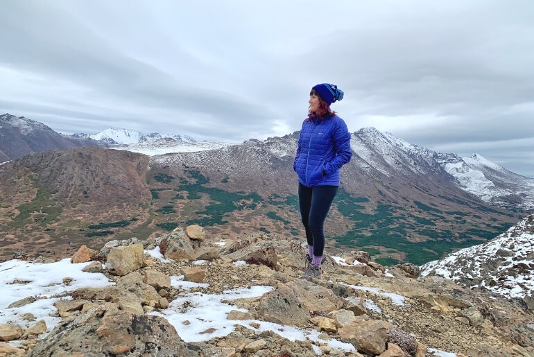 What to wear winter hiking including the best winter hiking clothing and gear!
